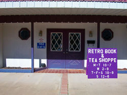 logo: Retro Book Shoppe, LLC