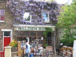 logo: Walden Books