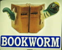 logo: Ye Old Bookworm