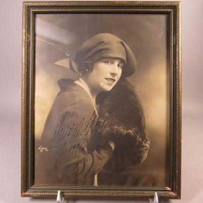 Image for Autographed photograph of Lucrezia Bori