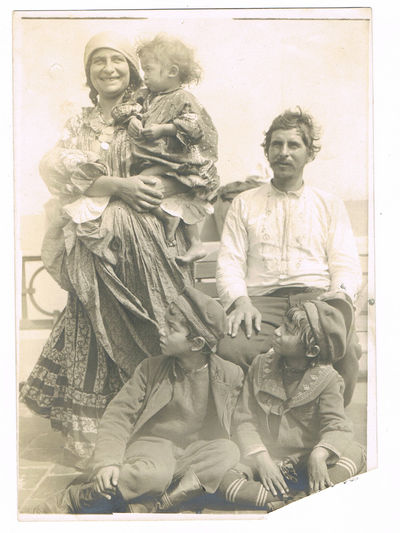 A VINTAGE BLACK & WHITE PHOTOGRAPH OF A ROMANI OR GYPSY FAMILY, (Gypsies)