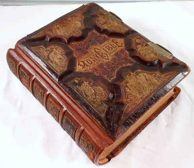 The Holy Bible, Containing the King James Version and the Revised Version. Parallel-Column Edition